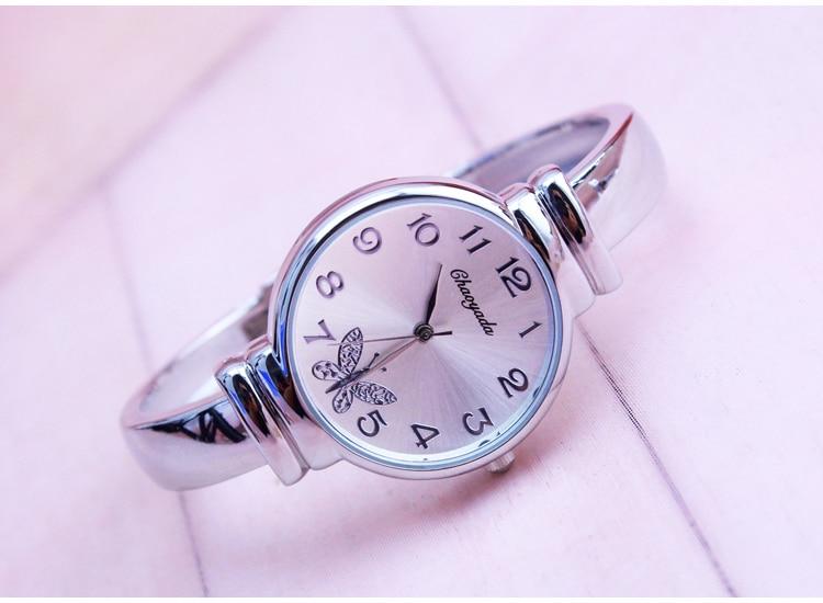 0b044b3715cc 1 unid lote 2018 nueva moda reloj de las mujeres del estilo con gran  diamante del dial pulsera reloj de lujo de alta calidad