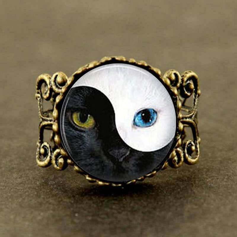 Alice In Wonderland Vintage Ying Yang Cat Eye glass ring