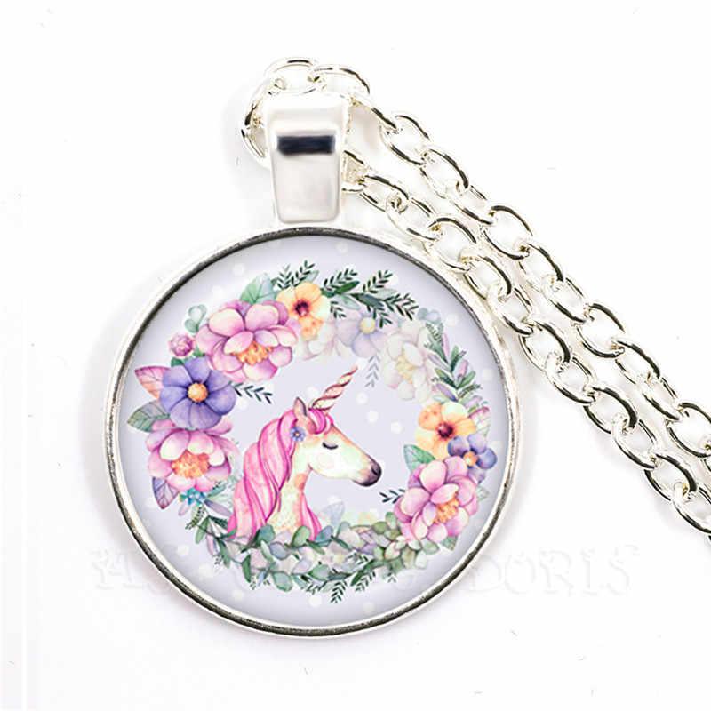 Unicorn Kawaii atlar 25mm cam kubbe Cabochon kolye takı gümüş dikilen çiçek çelenk Panter hayvan kolye Sweaterchain