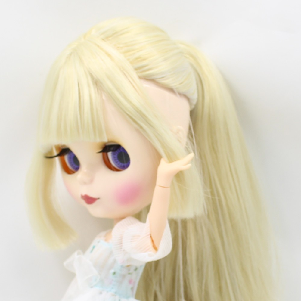 Neo Blythe Doll with Multi-Color Hair, White Skin, Shiny Face & Jointed Body 10