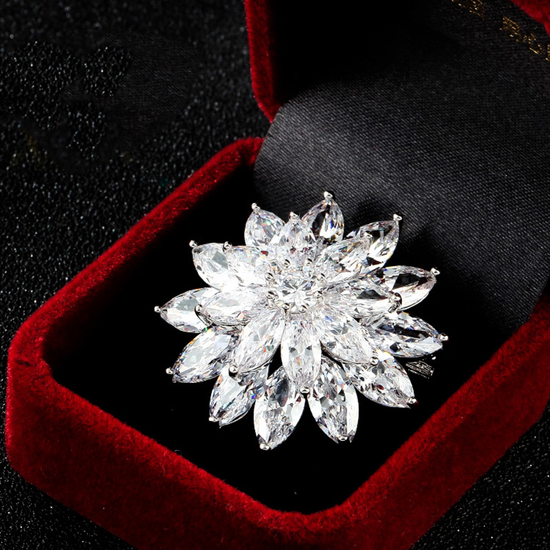 New Large Bling Sliver Micro Pave CZ Rhinestone Lotus Flower Charm Brooch Pin For Women Luxury Wedding Jewelry
