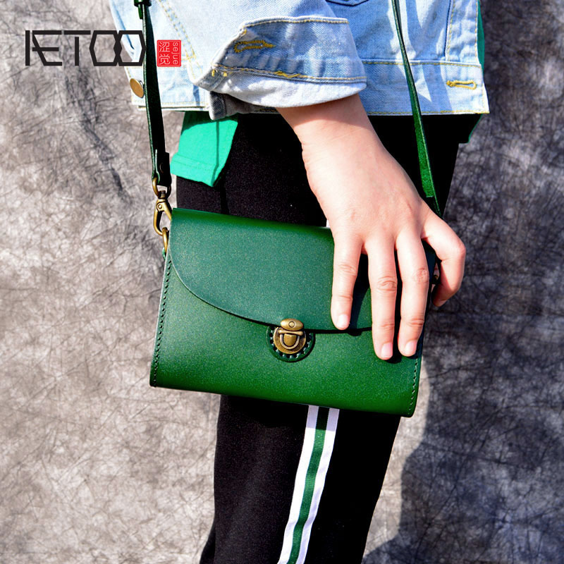 AETOO The first layer of leather wild Messenger bag female Japanese and Korean fashion new original handmade retro vegetable tan aetoo spring and summer new leather handmade handmade first layer of planted tanned leather retro bag backpack bag