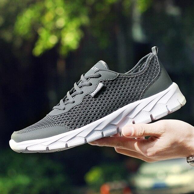 2019 Người Đàn Ông Giày Thời Trang Mùa Hè Lưới Thoáng Khí Giày Người Đàn Ông Giày Ren Lên Giày Màu Xám Đen Phẳng Cộng Với Kích Thước 35-48