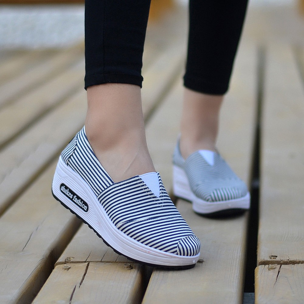 Women Round Head Breathable Leisure Canvas Shoes Shake Shoes Woman Slip on Casual Flats Shoes platform oxford shoes for women e lov women casual walking shoes graffiti aries horoscope canvas shoe low top flat oxford shoes for couples lovers
