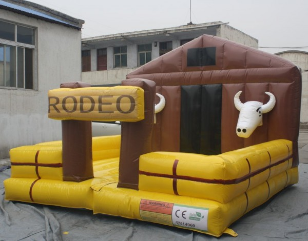 Hot sale thrilling inflatable mechanical bull mattress