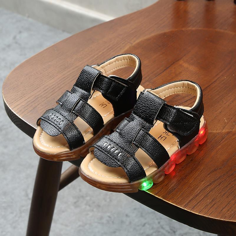 HaoChengJiaDe 2018 New Brand Glowing Kids Sandals Shoes Fashion Boys Girls Flat Baby Led Luminous Lighting Sneakers Sandals
