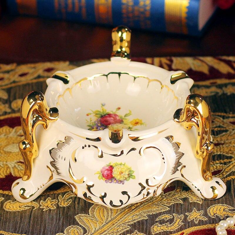 Un grand français américain pull rétro moderne salon décoration style céramique table cendrier