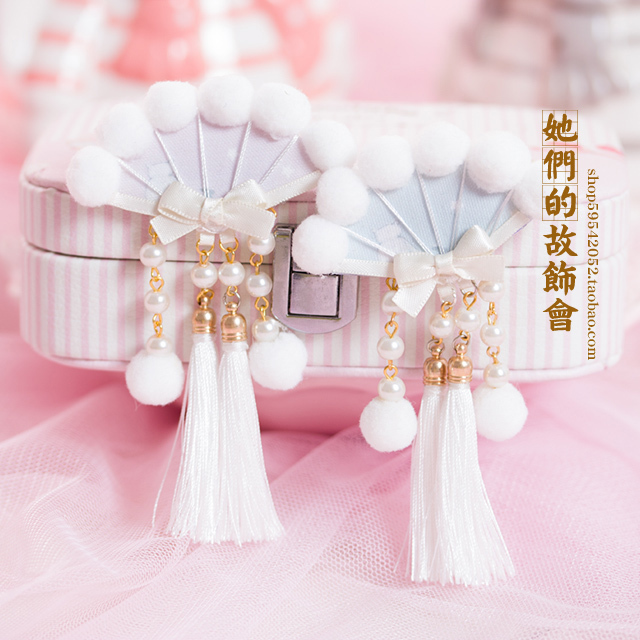 Princess sweet lolita Hairpin white hairy hand ball tassel fan bow clip   headdress original hand products GSH068
