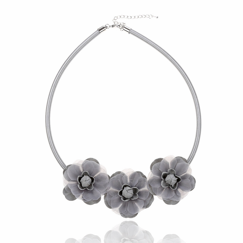 Fashion Sweet Hand-woven Flowers Ethnic Style Temperament Short Necklace