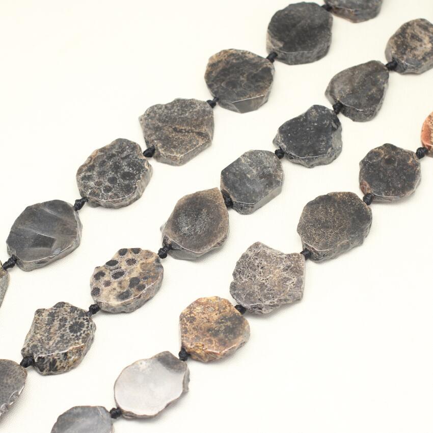 Натуральный Коралл камень центр пробурено Freeform плиты свободные шарики для Цепочки и ожерелья strand, черный купля камни кусочек бисер Chunkys