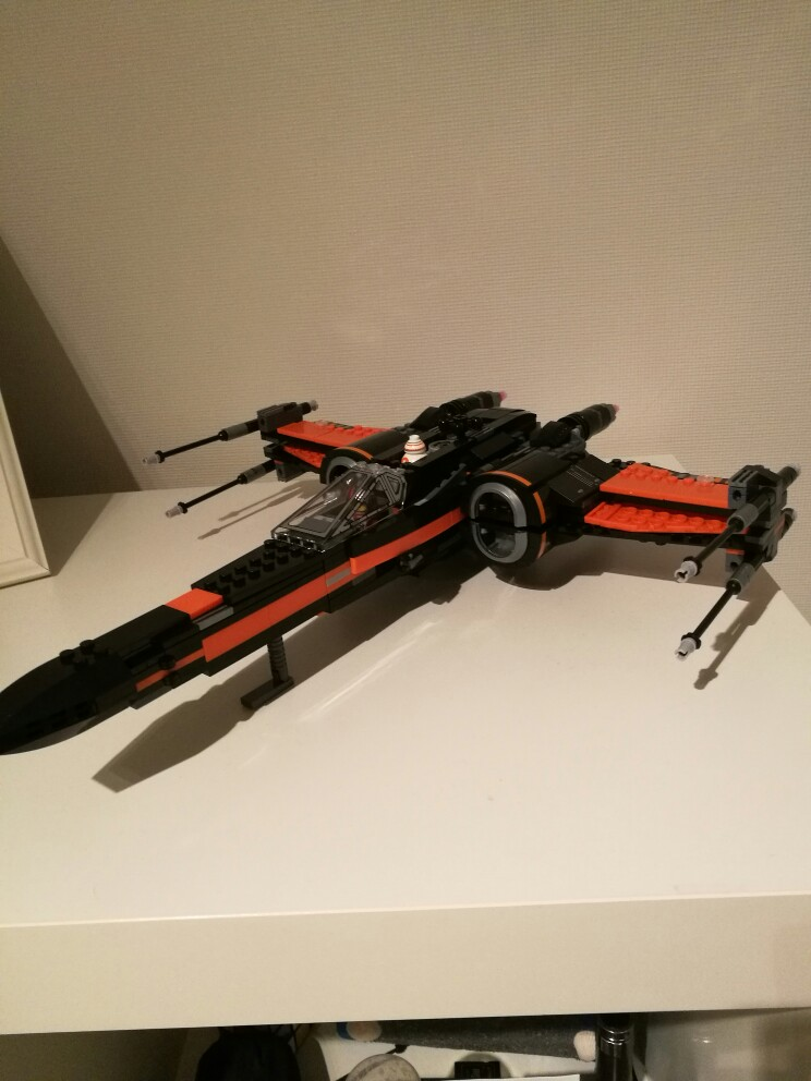 845pcs Star Wars First Order Poe's X-wing Fighter Assembled