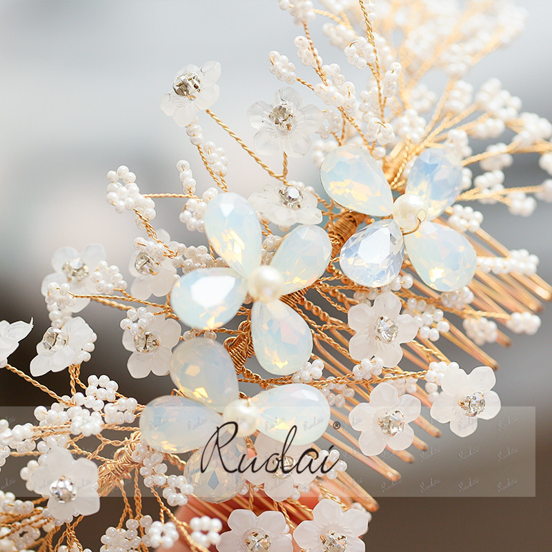 Купить с кэшбэком Ruolai Silver Gold Wedding Hair Accessories Handmade Crystal Hair Comb Bridal Headwear Hair Jewelry Women Flower Headpiece HD13