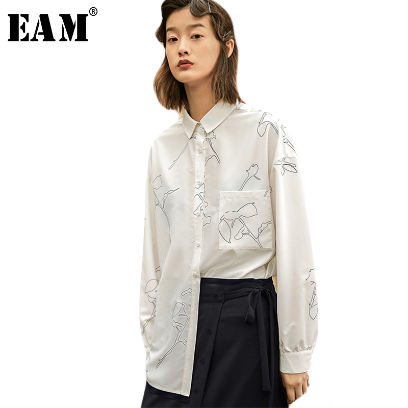 [EAM] 2018 Autumn Summer New Fashion White Lapel Buttons Long Sleeve Asymmetry Printed Pockets Casual Women Loose Shirts RA458