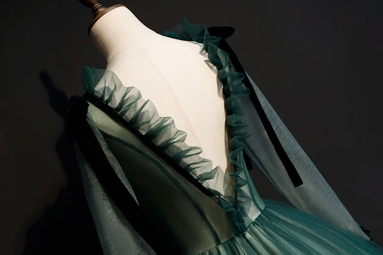 100%real rococo dark green V ruffled back gown Medieval Renaissance gown Sissi princess dress Victorian /Marie Antoinette/ Belle