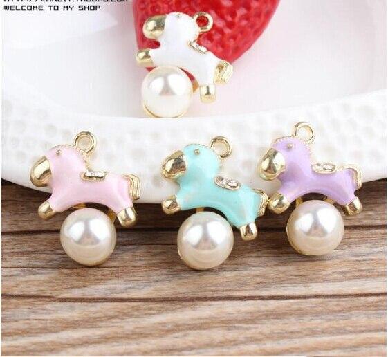 b89f159cb829 Envío gratis perlas decoración gota de la aleación chapado en oro aceite  metal de la historieta del caballo forma de los encantos diy pulsera    collar ...
