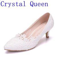 Kristall Königin Frauen Pumps Hochzeit Schuhe große Handgemachte spitze Weiß Brautschuhe Brautjungfer Schuhe bankett kleid Schuhe 5 cm Ferse 43-in Damenpumps aus Schuhe bei