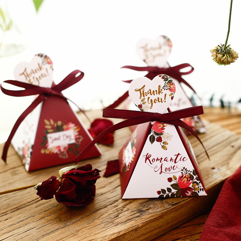 100pcs Wine Red Flower Triangular Pyramid Candy Boxes With Heart