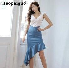 Женское облегающее платье средней длины контрастное без рукавов