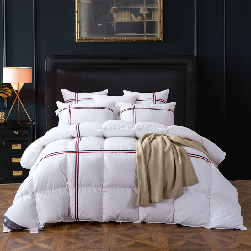 Goose Down Filling Cotton Blanket Nordic Style Comforter Twin Queen King Size Plaid Bedding Feather Filler Blanket for BedsGoose Down Filling Cotton Blanket Nordic Style Comforter Twin Queen King Size Plaid Bedding Feather Filler Blanket for Beds
