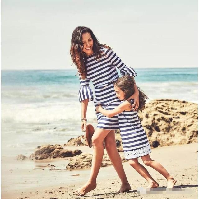 2018 New Arrival Mother Daughter Clothing Fashion Striped Lace Mom and Daughter Dress Family Look Outfits  Mother & Kids Clothes