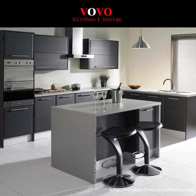 Matte grau lackiert küchenschrank mit einem erweiterten insel für ...
