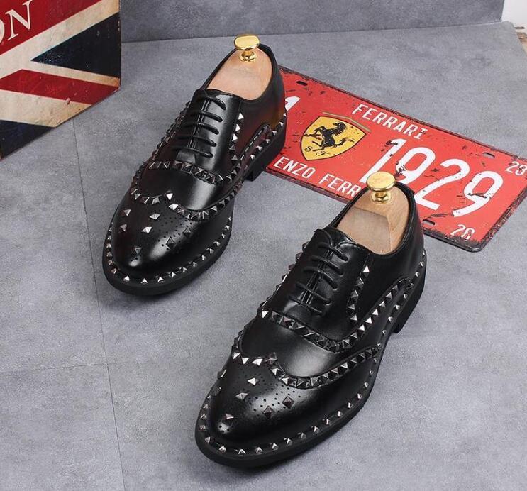 2c0f9bb28c Oxfords Los Oxford Hombres Remache Pisos Vestido De Hombre Zapatos Nuevo  Fiesta Moda Diseñador Caballero Boda ...