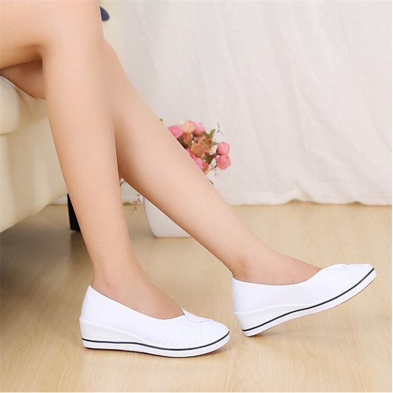 2017 New Casual Women Work Shoes Women Loafers Round Toe Nurses Shoes White and Black 34-40 Free Shipping