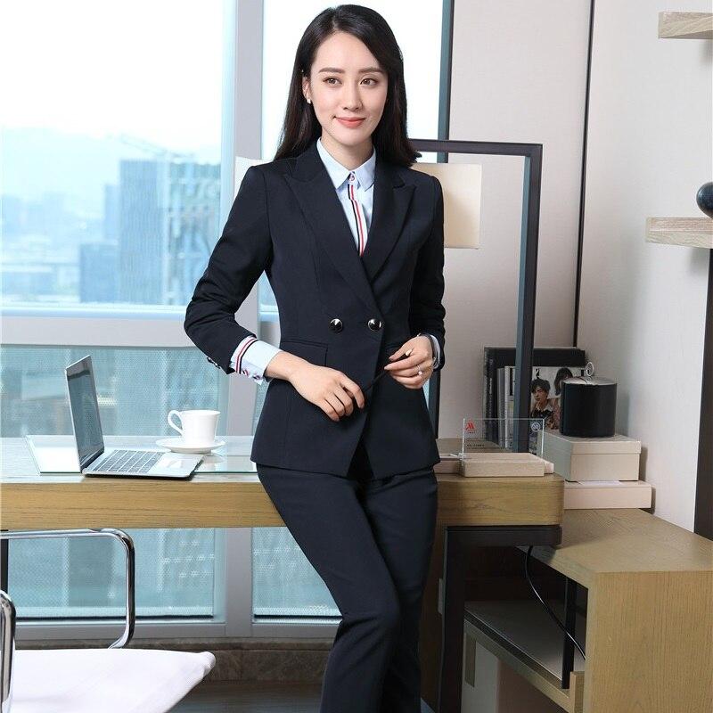 Veste noir avec pantalon gris