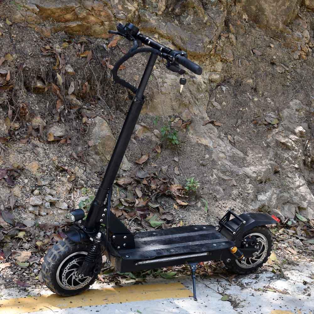 Rapide skateboard électrique pour pneu Large 3200 W Deux Roues Scooters Électriques double moteur 85 km/h