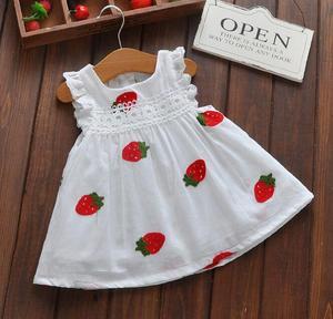 Платье для девочек с рисунком клубники, детское летнее кружевное платье без рукавов, детские милые хлопковые платья белого цвета