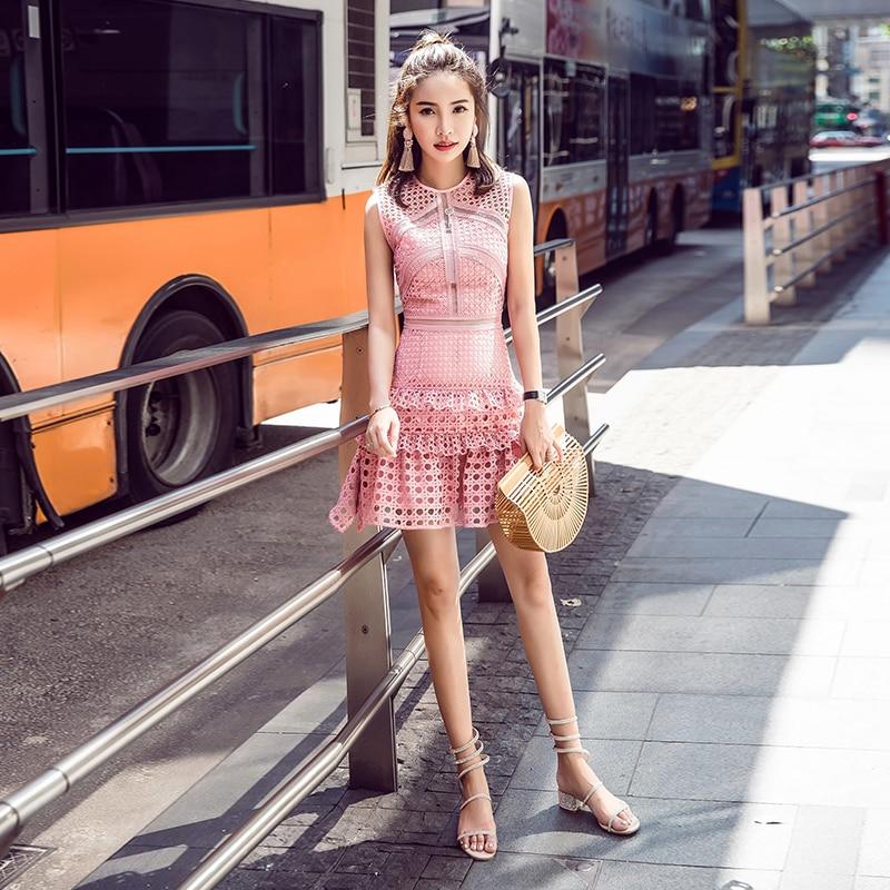 Robe rose 2017 été femmes robes de soirée piste découpe irrégulière rose dentelle sans manches une ligne MINI robe kerst jurk dames-in Robes from Mode Femme et Accessoires    3