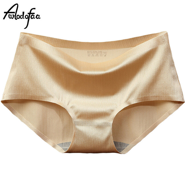 1ded5f9f39230 Hot Sell 2018 Summer New High Quality Women s Panties Girl Underwear Fashion  Sexy Ms. Piece Seamless Ice Silk Lace Briefs Shorts