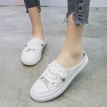e bianco sandali di