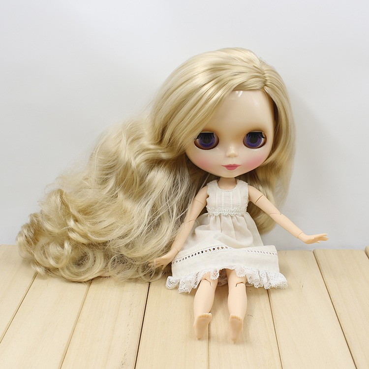 Neo Blythe Doll with Blonde Hair, White Skin, Shiny Face & Jointed Body 2