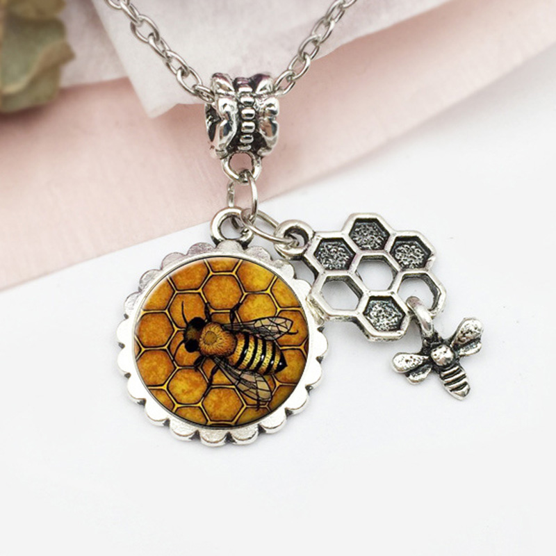Fomous Jewelry Bumble Bee Necklace Shaped Cute Insect Charm Pendant Long Necklace for women girls Wholesale 16