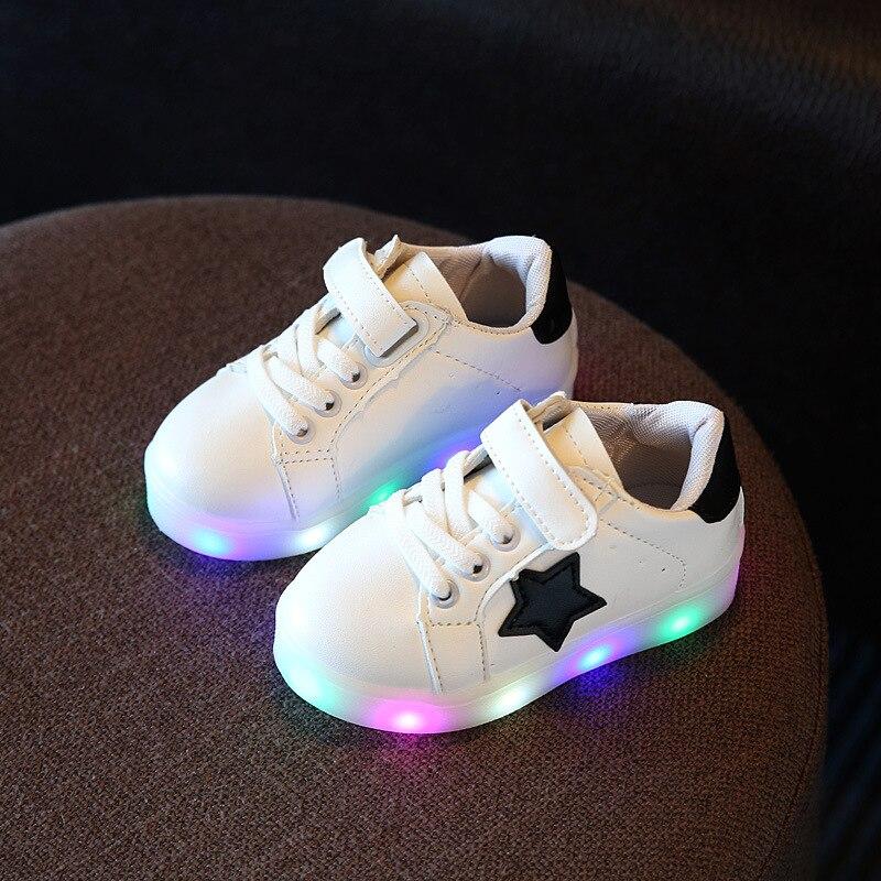 Heißer Verkauf kind Glowing Turnschuhe Led Schuhe 2017 Baby Jungen mädchen Kinder Schuhe kinder tragen Feste Farbe anti-rutsch Flut Schuhe Jm41