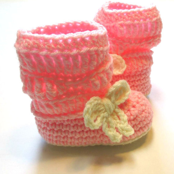 Pink and cream baby girl  boots. Ready to ship. 0 to 6 months. Pink and cream boots with bow. baby booties.