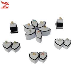 Продвижение ювелирных изделий дисплей комплект белый и черный двойное кольцо держатель Витрина для обручальных колец Show Case цветок кольцо