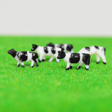 100pcs HO Scale Model Painted Black and White Farm Animals Cow 1:150