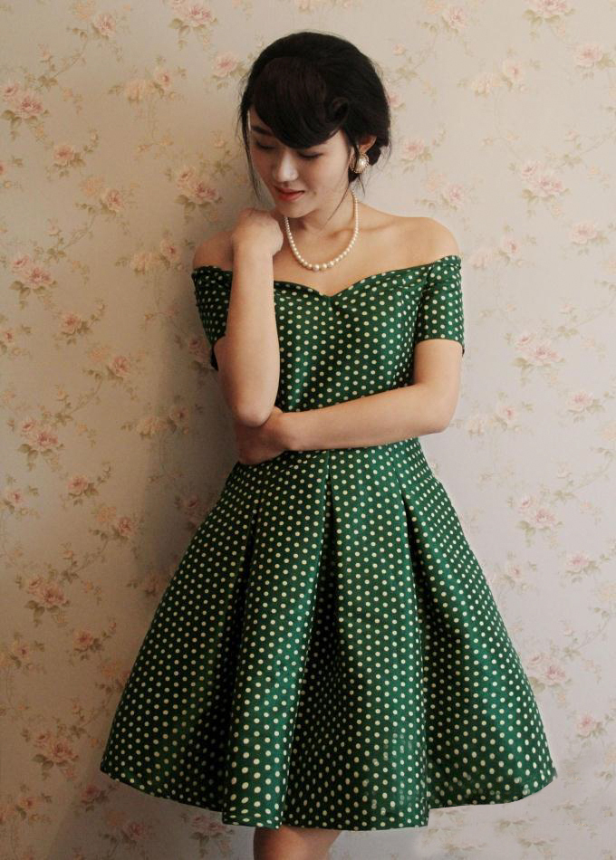491b2244b1 2015 New Summer Style 50S Audrey Hepburn Vintage Green White Polka Dot  Print Strapless Dress Slash Neck Vestido Curto Rockabilly-in Dresses from  Women s ...