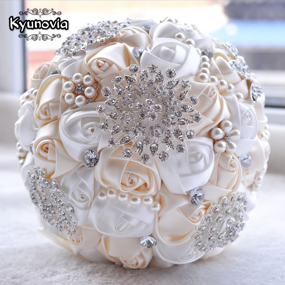 Kyunovia best price white ivory brooch bouquet wedding bouquet de kyunovia best price white ivory brooch bouquet wedding bouquet de mariage wedding bouquets pearl flowers buque de noiva fe29 in wedding bouquets from izmirmasajfo