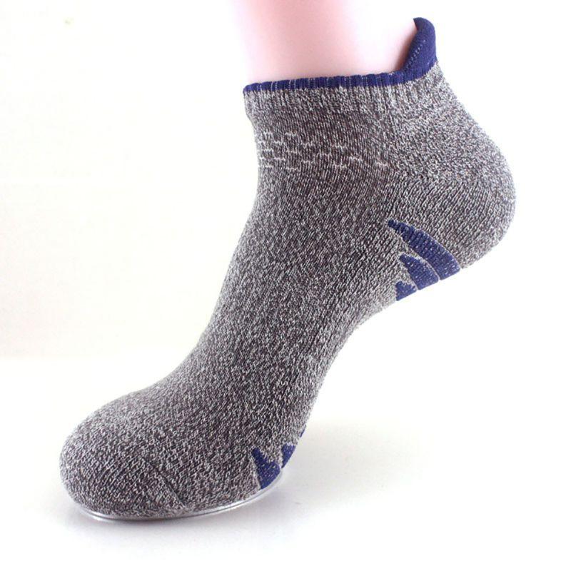 Секс фото женщины в белых шерстяных носках фото 472-667