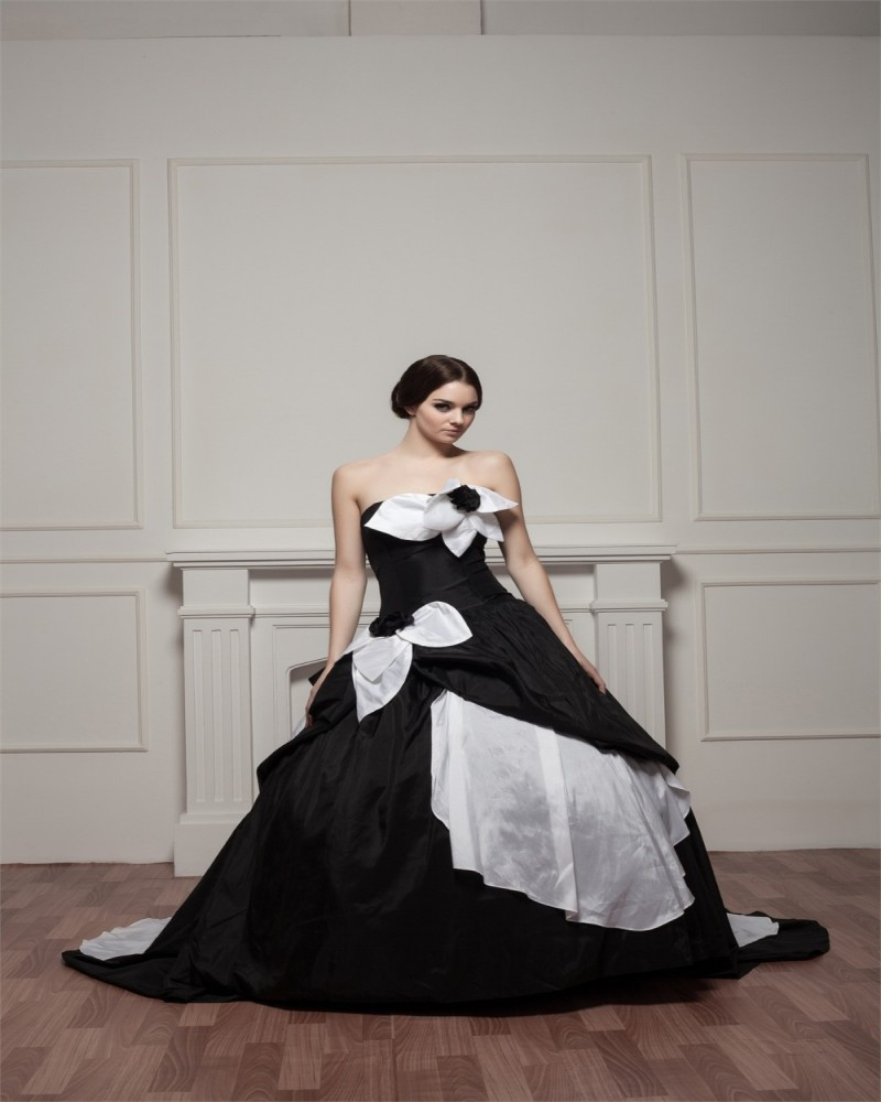 Black Wedding Dress With Train : Gothic wedding dresses black and white gowns court train