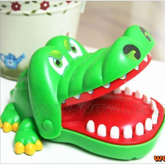 Új újdonságok Gyerekek Ajándék Varázslatos krokodil száj fogorvos harap játék Játékok fél kulcstartó NSWOB gyerekek játék vicces játék