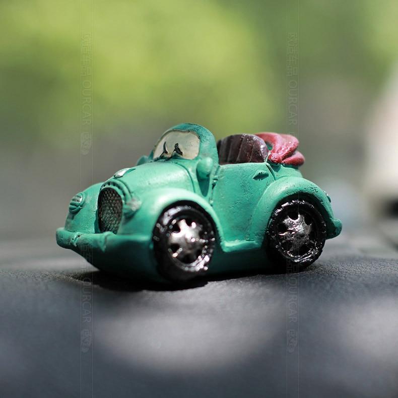 1pcs Cute Car Interior Ornaments Retro Mini Cars Adornment Small Decoration Accessories Gifts for Boy Model