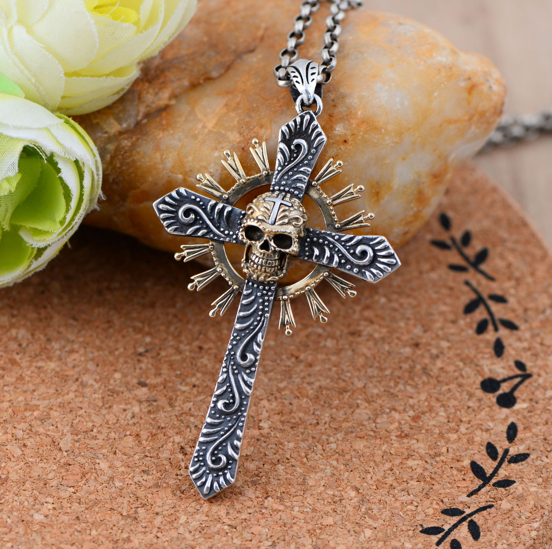 Black silver jewelry wholesale 925 Sterling Silver Thailand import Cross Skull Pendant 046730w men's personality akg y50 red
