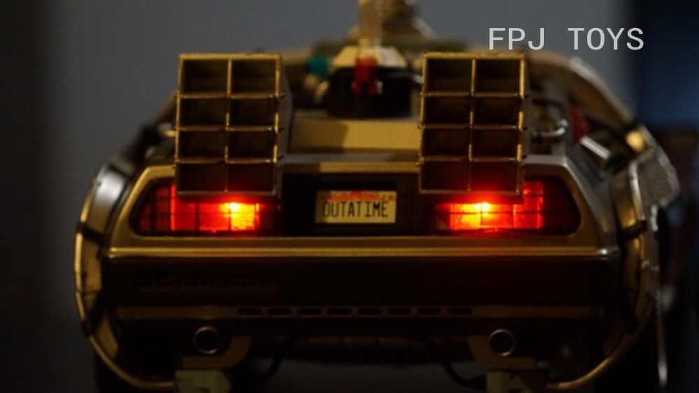 Classique 1:18 Échelle Retour Vers Le Futur lumière LED Édition Pneu Réversible DMC12 Scifi Modèle De Voiture Nouvel An Cadeau Livraison Gratuite