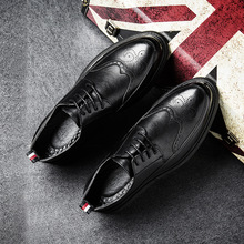 New Business Casual Shoes for men Handmade Breathable Comfortable Jeans Brand Men Shoes Leather Flat Men Bullock carved Shoes