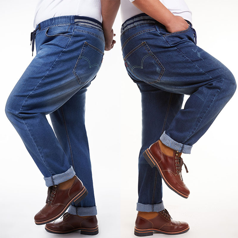 Still, don't forget that men's jeans can go beyond classic blue hues. Brighten up your look with a colored pair. Or, go for muted shades like white, gray, and black jeans for a crisp change.