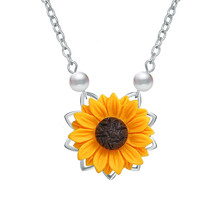 New Creative Imitation Pearl SunFlower Necklace Pendant For Women Accessories Sunflower Choker Necklaces Wedding Party Jewelry poputton imitation pearl sunflower necklace for women clothes accessories 3 colors sun flower pendant necklaces wedding jewelry